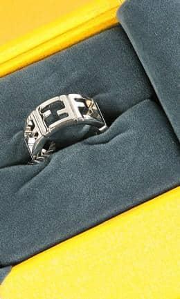 Fendi gioielli  i bijoux della nuova collezione con prezzi a24b2d6cf9f2