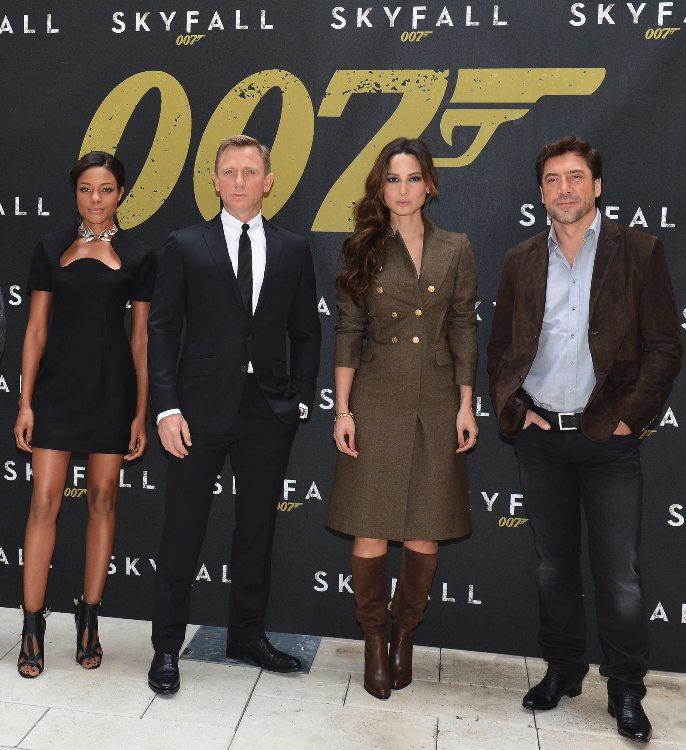 Bond Girl Skyfall Berenice Marlohe con stivali Tod's