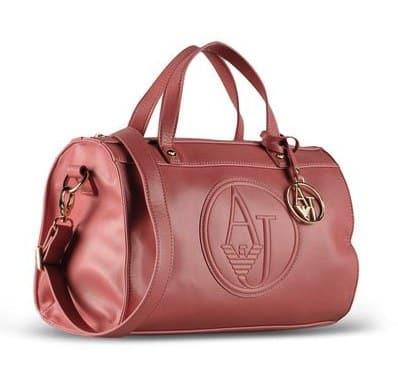 800a2facd152 Nous trouvons des prix Armani Jeans , des photos et des nouvelles couleurs  de la vaste collection sacs Armani Jeans printemps été 2013 qui, ...