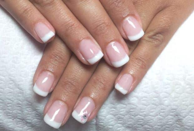 french manicure con il gel semipermanente