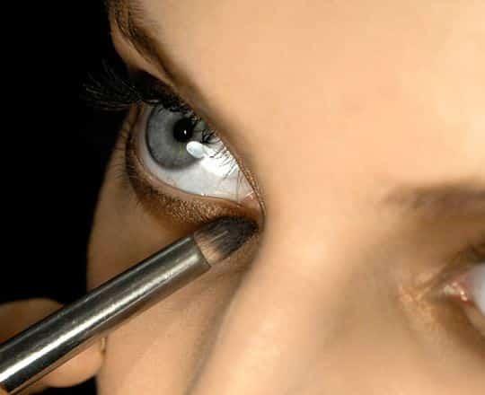 occhi azzurri make up oro