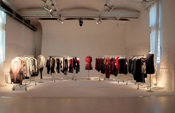 7df880a40c Myf è un marchio modenese del gruppo Fausta Tricot che produce abbigliamento  e accessori giovani e casual. Andiamo oggi alla scoperta dei punti vendita e  ...