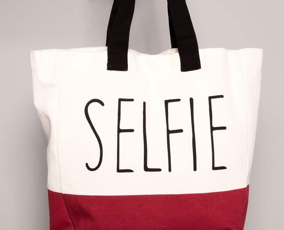 Pull&Bear shopper bicolore selfie 12.99 euro